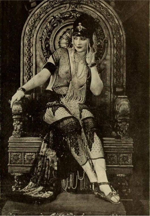 1921-betty-blythe-as-the-queen-of-sheba-