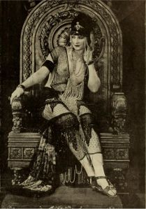 1921-betty-blythe-as-the-queen-of-sheba-in-the-retronaut-1363306888_b